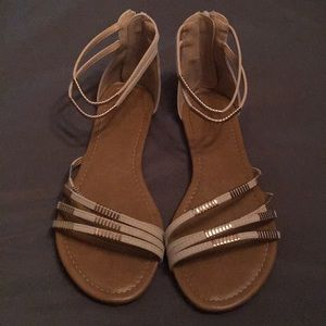 Wanted size 8 8.5 beige sandals gold accent